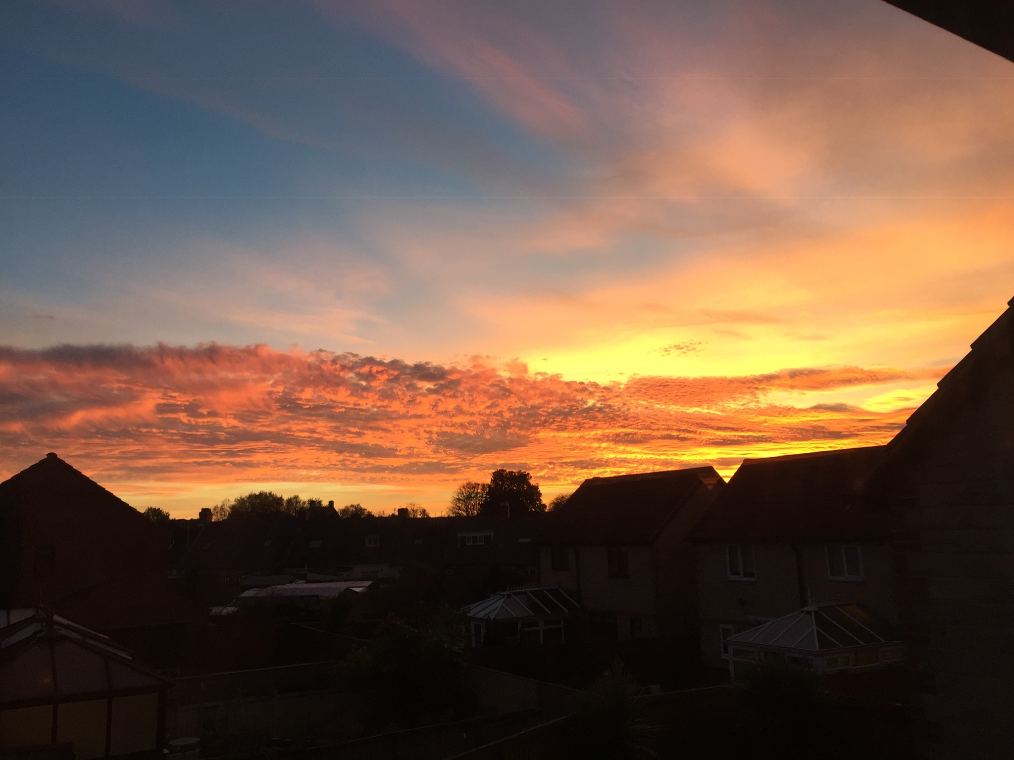 picture of a red sunset over gilesgate durham in october 2018